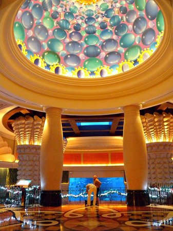 Atlantis, The Palm: Aquarium Lounge