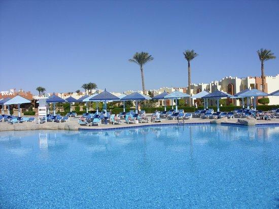 SUNRISE Select Royal Makadi Resort:                   Main Pool