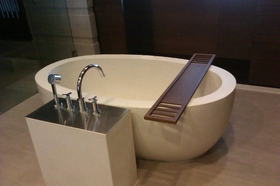 Cape Nidhra Hotel:                   oval tub