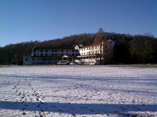 The Shawnee Inn and Golf Resort:                   The Shawnee Inn from the riverside