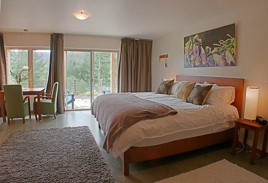 Bowen Island Hideaway: Our rooms feature art by local artists.
