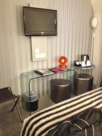Hotel 7 Eiffel:                   Room