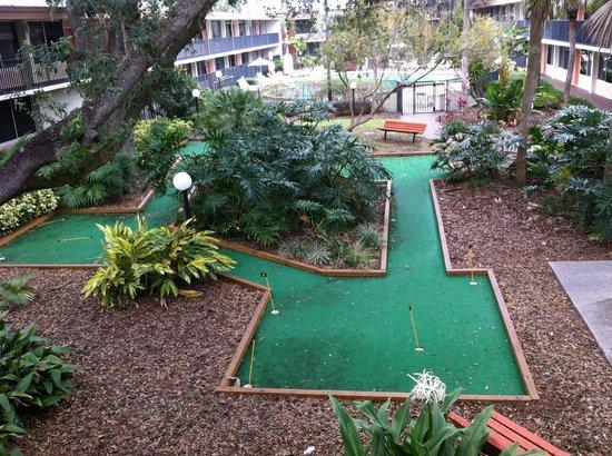 Ramada Kissimmee Gateway:                   Area esportiva - Mini Golf