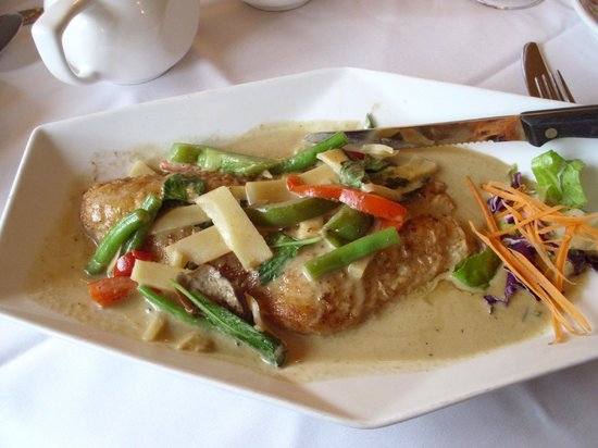 Swadee Thai house:                   Grouper in green curry
