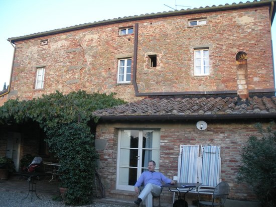 Villa La Lodola:                   B&B La Lodola...