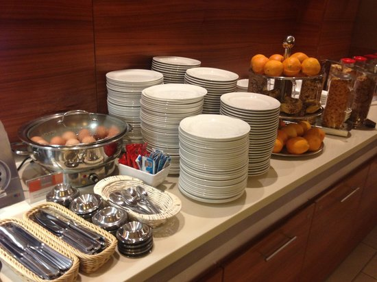 Holiday Inn Express Berlin City Centre-West:                   boiled eggs, egg cups and fruits