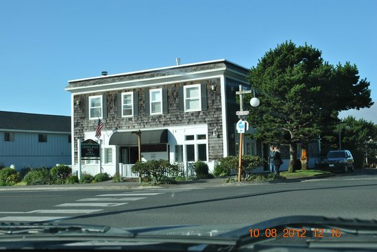 Cannon Beach Hotel:                   Quiet and Pleasant Hotel