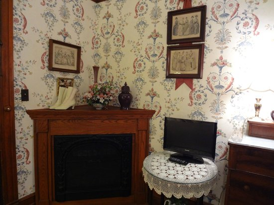The 1899 Wright Inn and Carriage House:                   A corner fireplace/ heater in our bedroom
