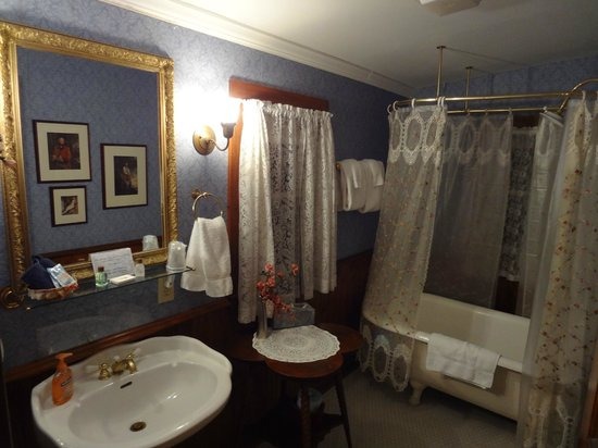 The 1899 Wright Inn and Carriage House:                   Our bathroom