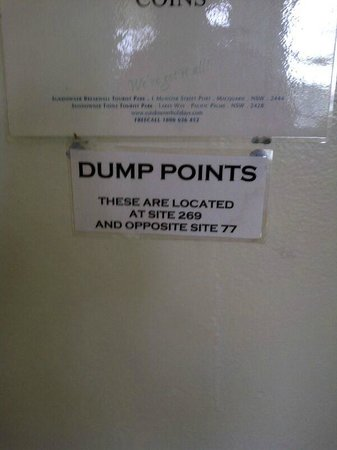Sundowner Breakwall Tourist Park: Signage telling all campers where the dump points are