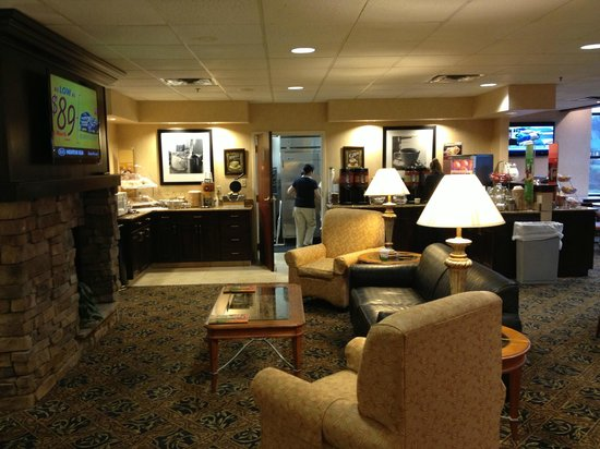 SpringHill Suites Washington: Dining Area / Lobby