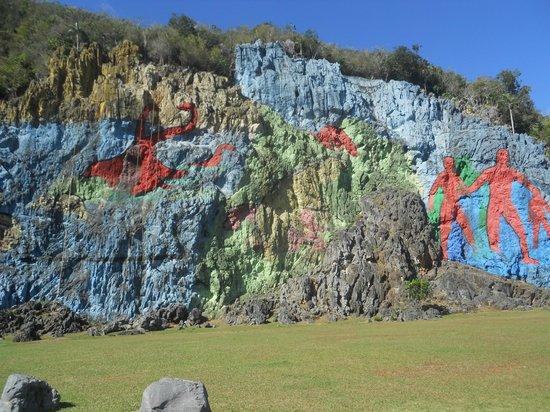 Le mur de la pr histoire picture of mural de la for Mural de la prehistoria cuba