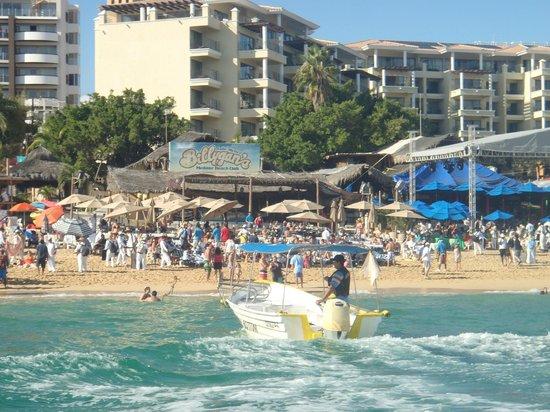 Cabo Villas Beach Resort: View back from Beach