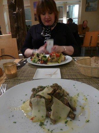 Sale e Pepe:                   Charlotte enjoying her dinner
