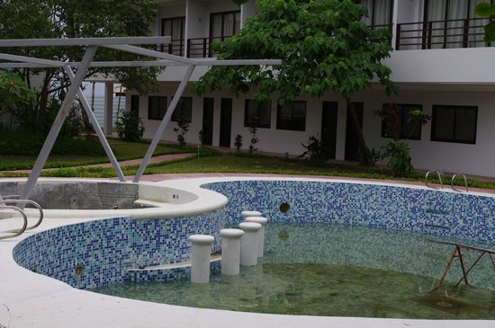 The Oriental Hotel Leyte: Oriental Hotel second unfilled pool