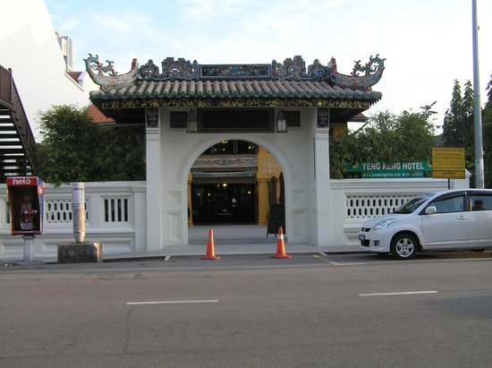 Yeng Keng Hotel: Entrance gate to hotel