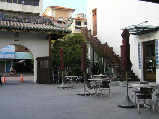 Yeng Keng Hotel: Open courtyard for outside dining