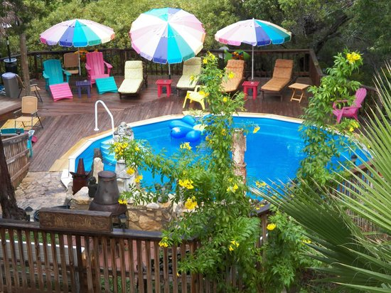 Lost Parrot Cabins:                   Pool