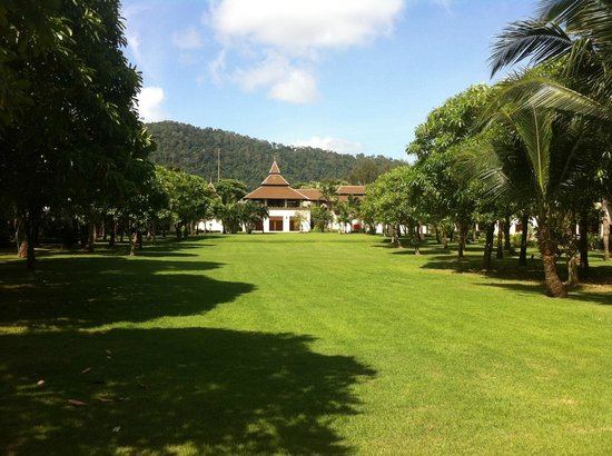 Layana Resort and Spa:                   Beautiful lawns of the resort