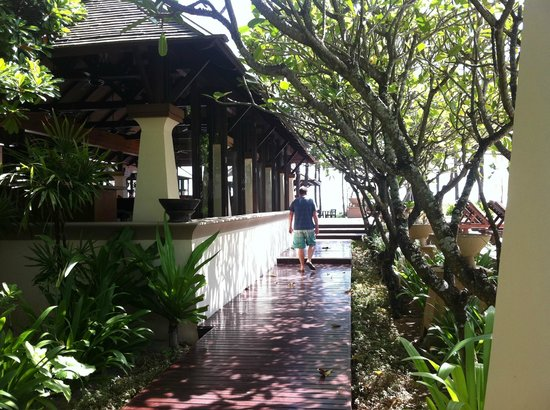 Layana Resort and Spa:                   Walking to a morning delicious breakfast
