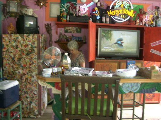Lost Parrot Cabins:                   Bar area