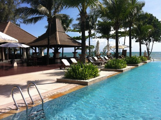 Layana Resort and Spa:                   Poolside Bar