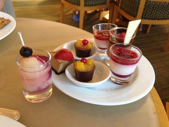 Swissotel The Stamford Singapore:                   Business lounge's  sweet treats