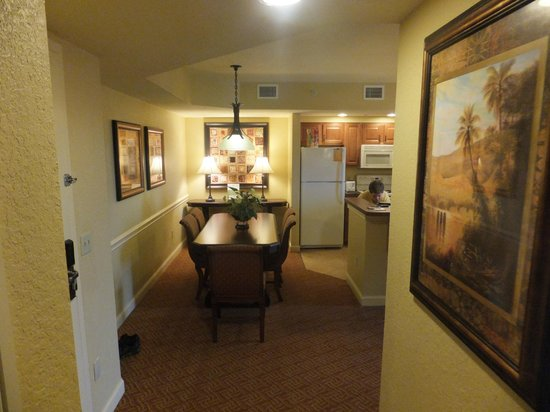 Wyndham Bonnet Creek Resort: Hall way facing Dining / Kitchen