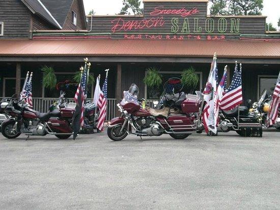 Denoon Saloon Restaurant & Bar: Ride for the wheel chair vets
