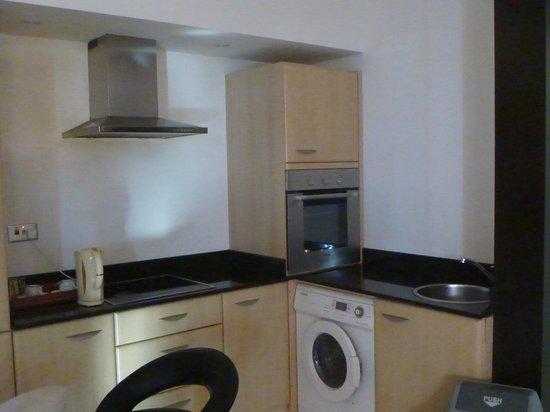 Hani Suites & Spa:                   kitchen