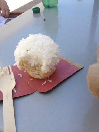 Sprinkles Cupcakes La Jolla :                   Coconut cupcake- delish!