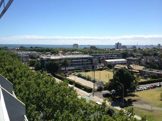 Adina Apartment Hotel St Kilda: looking towards Port Phillip Bay