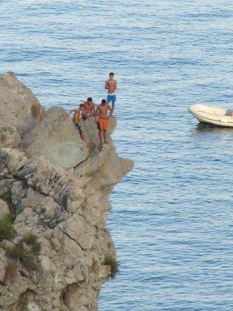 Ipanema Hotel: Divers on the rocks