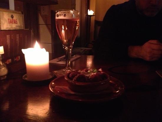 Pilsvogel: Spanish meatballs and glass of belgian beer