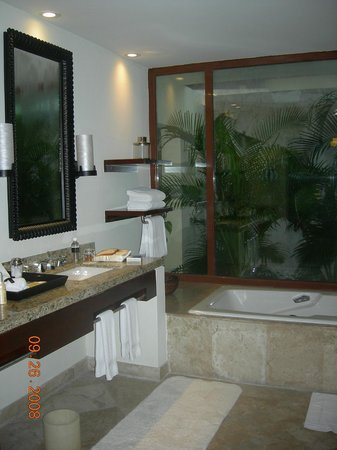 Fairmont Mayakoba:                   lagoon suite ensuite- fabulous
