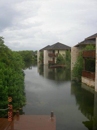 Fairmont Mayakoba:                   lagoon suites