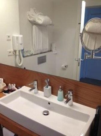 Alenti Sitges Hotel & Restaurant:                   Bathroom
