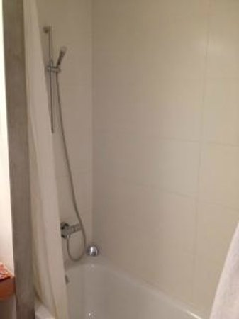 Alenti Sitges Hotel & Restaurant:                   Shower