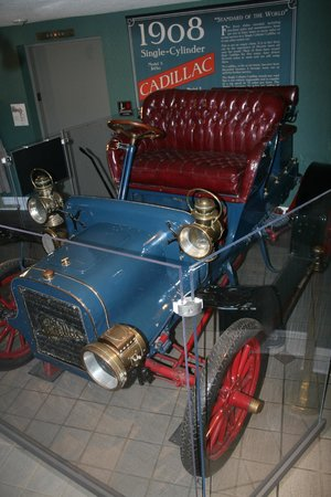 Greensboro Historical Museum: Antique Car
