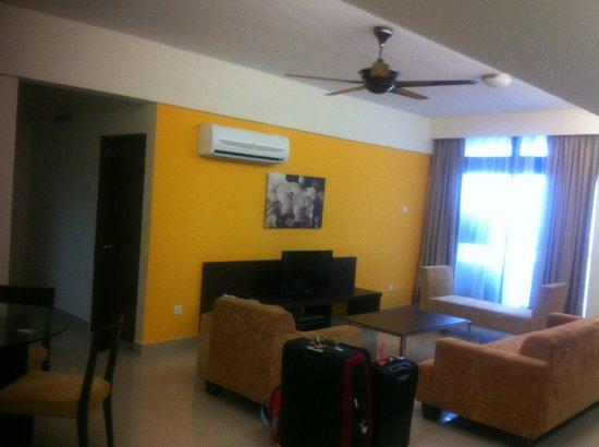 Fahrenheit Suites Kuala Lumpur: Lounge/Dining