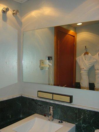 Hotel Regina Barcelona: muy limpio y completo