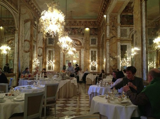 Hotel de Crillon:                   The restaurant at breakfast, still a truly grand enivonment to dine in