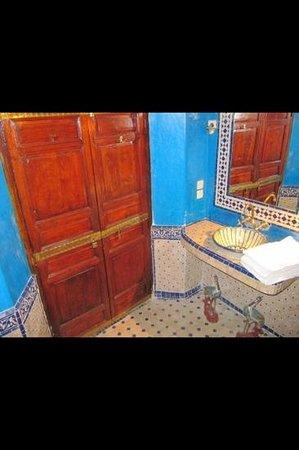 Riad Dar Elghali: bathroom