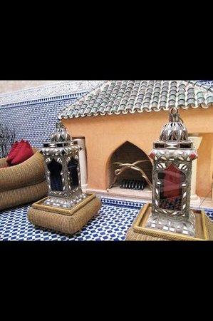 Riad Dar Elghali: fireplace