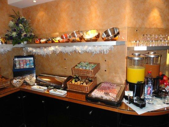 Opera Cadet Hotel: Breakfast