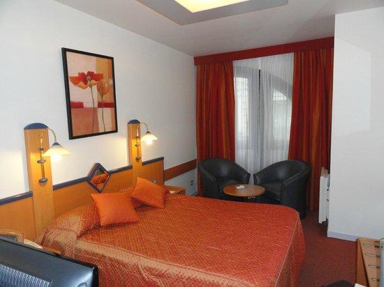 Opera Cadet Hotel: Room 105