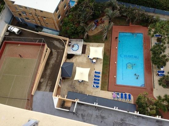 شاتوه بيتش سايد:                   tennis court and pool                 