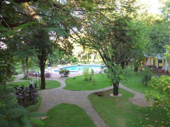 Iguassu Holiday Hotel:                   Vista de la habitacion hacia el parque