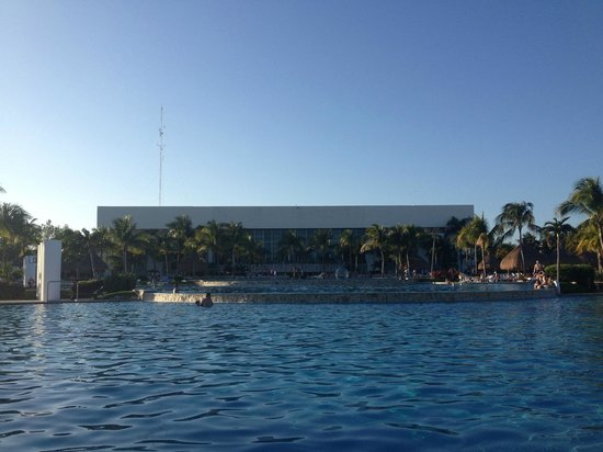 Mayan Palace Riviera Maya: The Pool looking towards the Tromonto and Gong Restaurants, Jade Boutique, etc