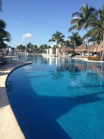 Mayan Palace Riviera Maya: Poolside at the Mayan Palace.... Outstanding!